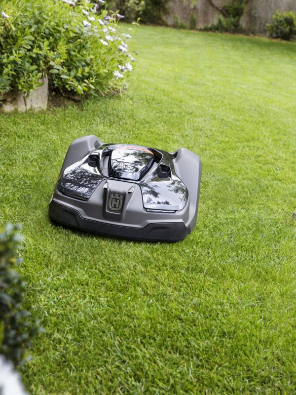 Der Rasenmäher Roboter im Einsatz